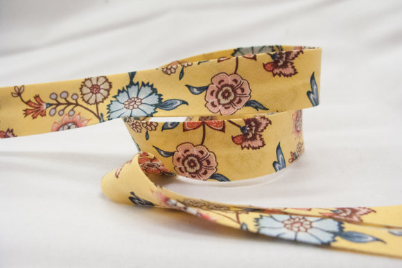Bias tape, light yellow with flowers 2 cm