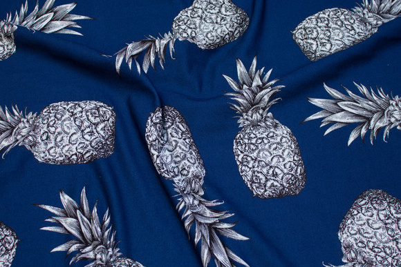 Soft, lightweight piqué-jersey in navy with pineapple motif