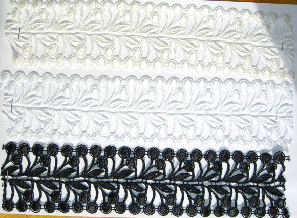 Spachtel lace in white, black, off-white
