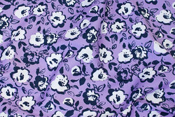 Light-purple stretch-satin in cotton with ca. 5 cm white flowers