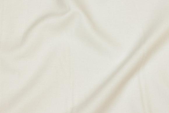 Off white, pre-shrunk Oxford-linen