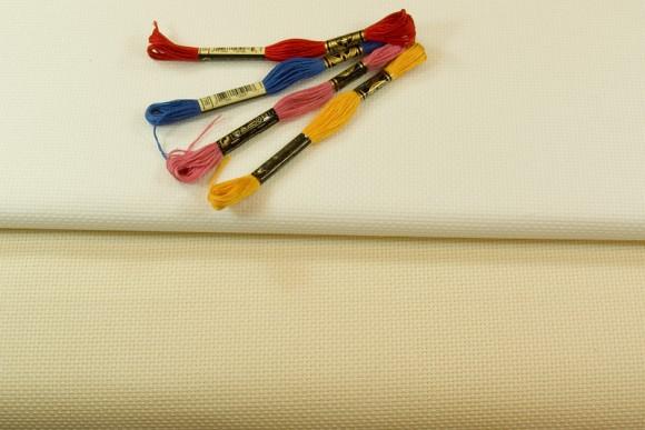 Aida embroidery fabric 4,4 threads pr. cm.