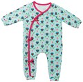 Wrap jumpsuits with binding edges and snap- fasteners. The long variants A and B with elasticated cuffs are ornamented with an application for boys and with a little bow for girls. Short variant C, cutely striped, for the summer. The knotted little cap is quick and easy to sew.