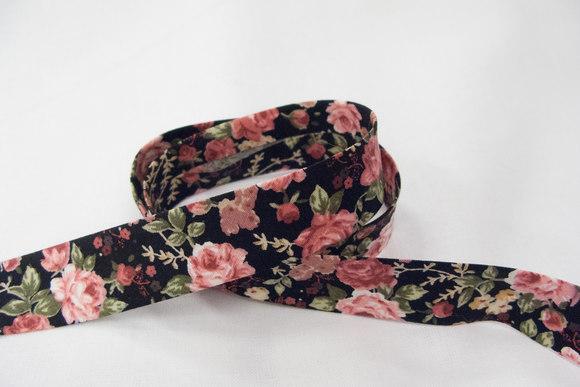 Bias tape, english roses, black 2 cm