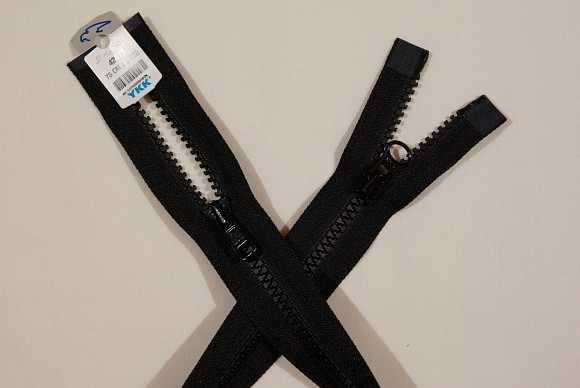 Black jacket zipper, 2-way-dividable, plastic, 6 mm wide, 70 cm long
