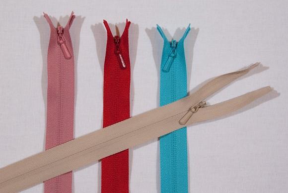 Invisible zipper, plastic, 3 mm wide, 55 cm long