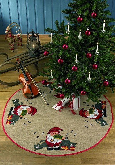 Round Christmas tree skirts with Santa and cats