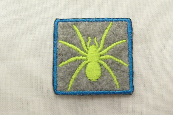 Felt patch with spider grey/flour yellow 3x3cm