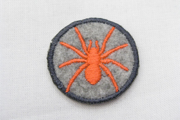 Felt patch with spider orange/grey 3cm