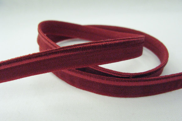 Elastic piping, bordeaux