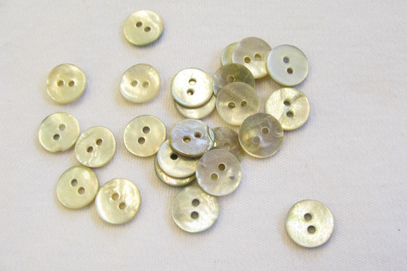 Mother of pearls buttons 1 cm