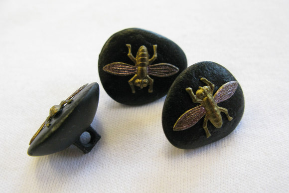 Button with stone-look with a flie 1.7 cm