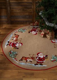 Large Christmas tree skirt with Santa and reindeer. Permin 45-1243.