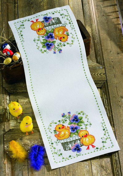 Table runner with Easter chickens