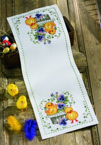 Table runner with Easter chickens. Permin 63-9110.