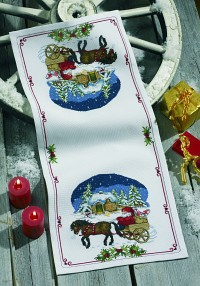 White christmas runner with snowscape. Permin 68-0245.