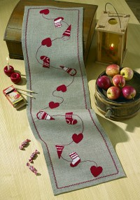 Christmas runner with hearts etc.. Permin 68-0246.