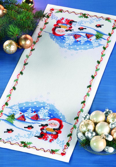 Table decoration with Santa and birds