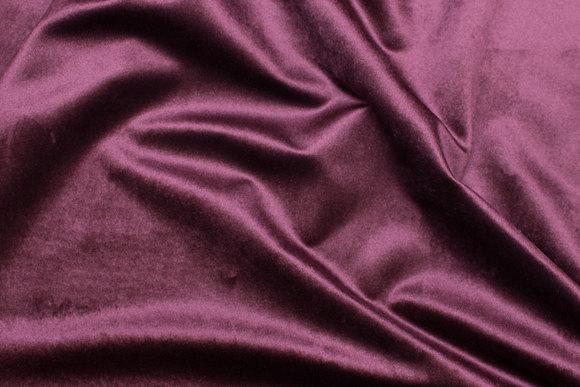 Beautiful eggplant-colored rokoko-velvet with lightweight shiny surface