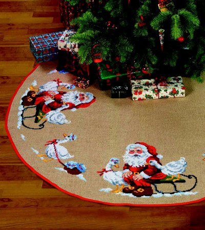 Christmas tree skirts - big Santa Claus helper with geese