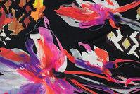 Black viscose-jersey with big flowers and grafiske mønstre