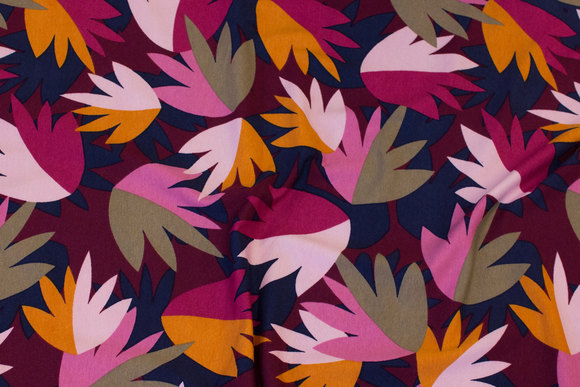 Viscose-jersey with leaves in bordeaux, cerise, pink
