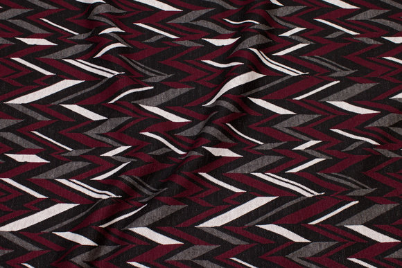 Heavyjersey with zig-zag pattern in bordeaux, grey, black and white.