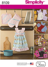 Towel Dresses, Pot Holders and Oven Mitts. Simplicity 8109.