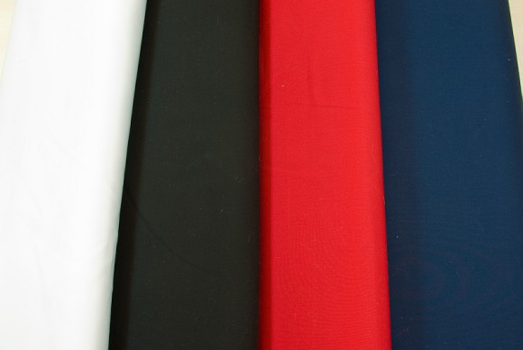 Fine-twill diagonally woven pant fabric in white, black, red, navy