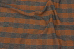 Light blouse-viscose in cinnamon and grey checks with discrete guldtråd