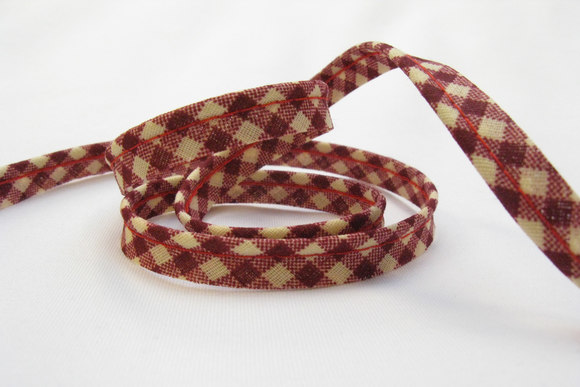 Pipping ribbon, winter red squares 1cm