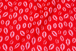 Red cotton-poplin with ca. 4 cm pink lips