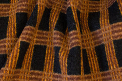 Thick coat and jacket bouclé in black and cinnamon-colored checks